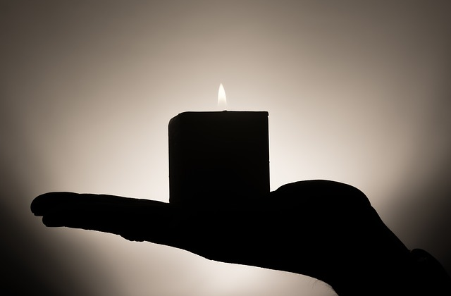 File:Candle-335965-640.jpg